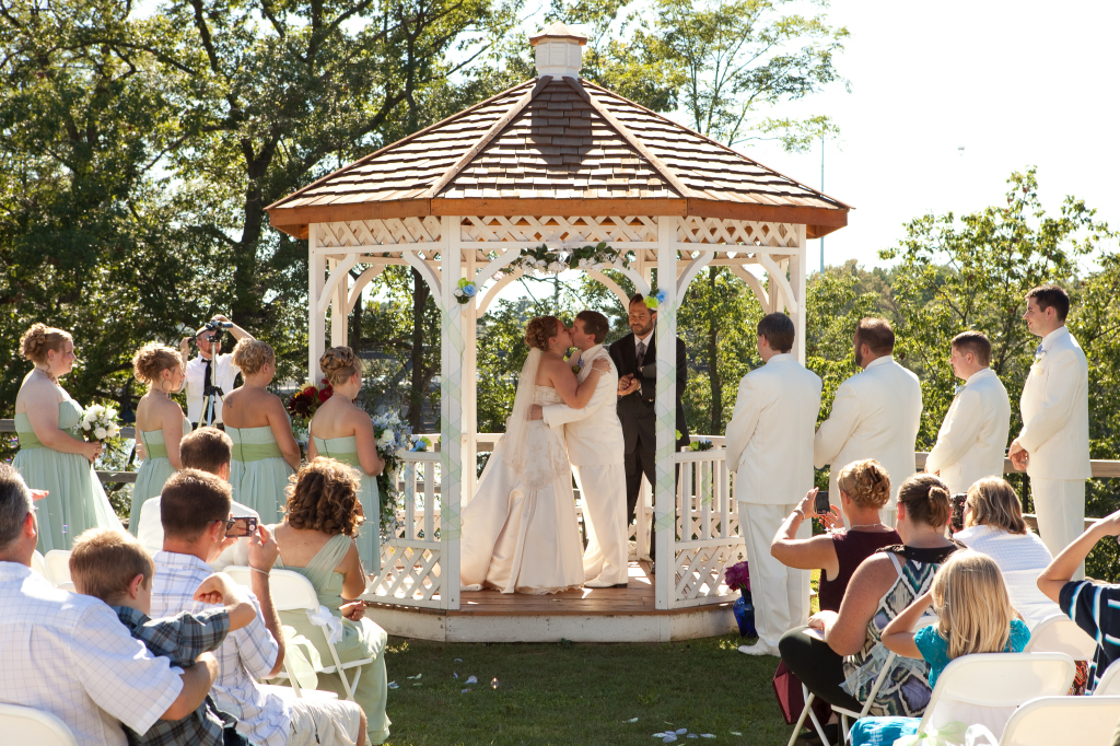 gazebo couple kissing